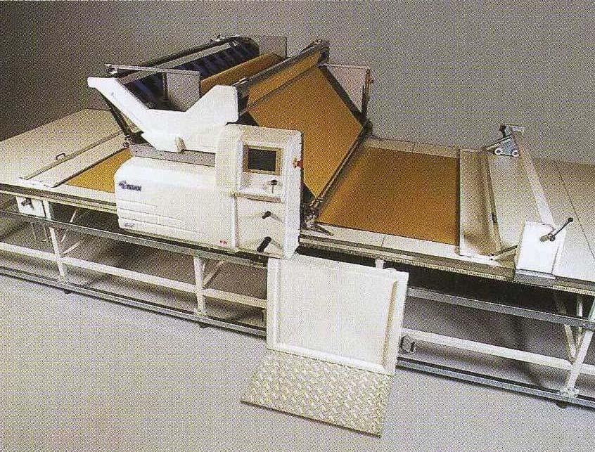 Автоматическая настилочная машина с колыбельной подачей TESAN AS 200